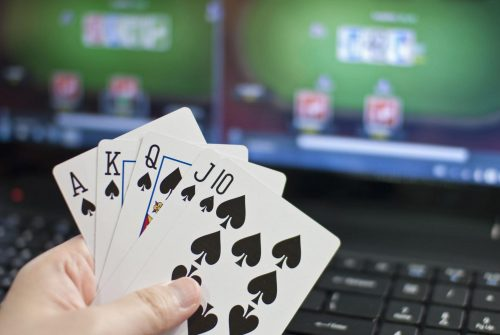 Playing Poker Online In the Internet