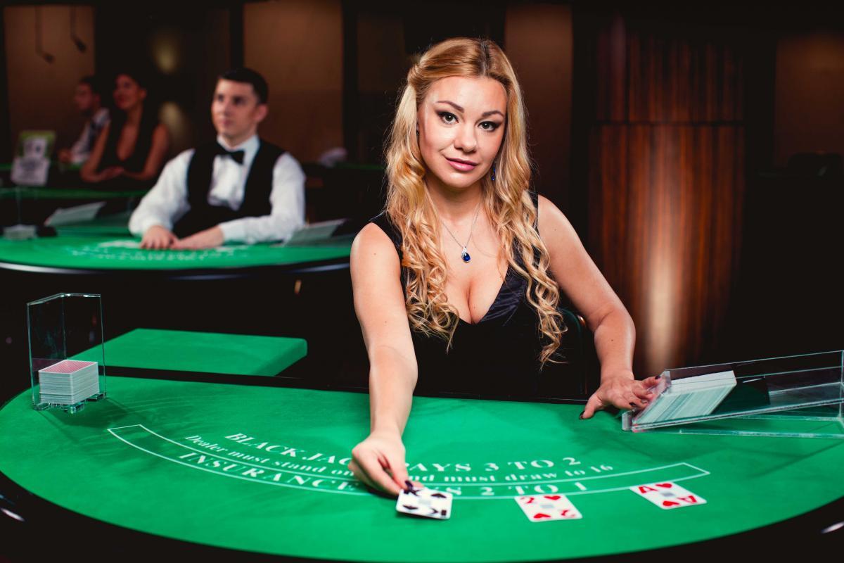 What Makes Online Casino Websites So Addictive?